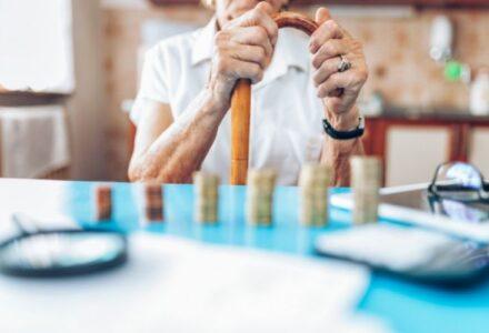 pensionari bani monede finante